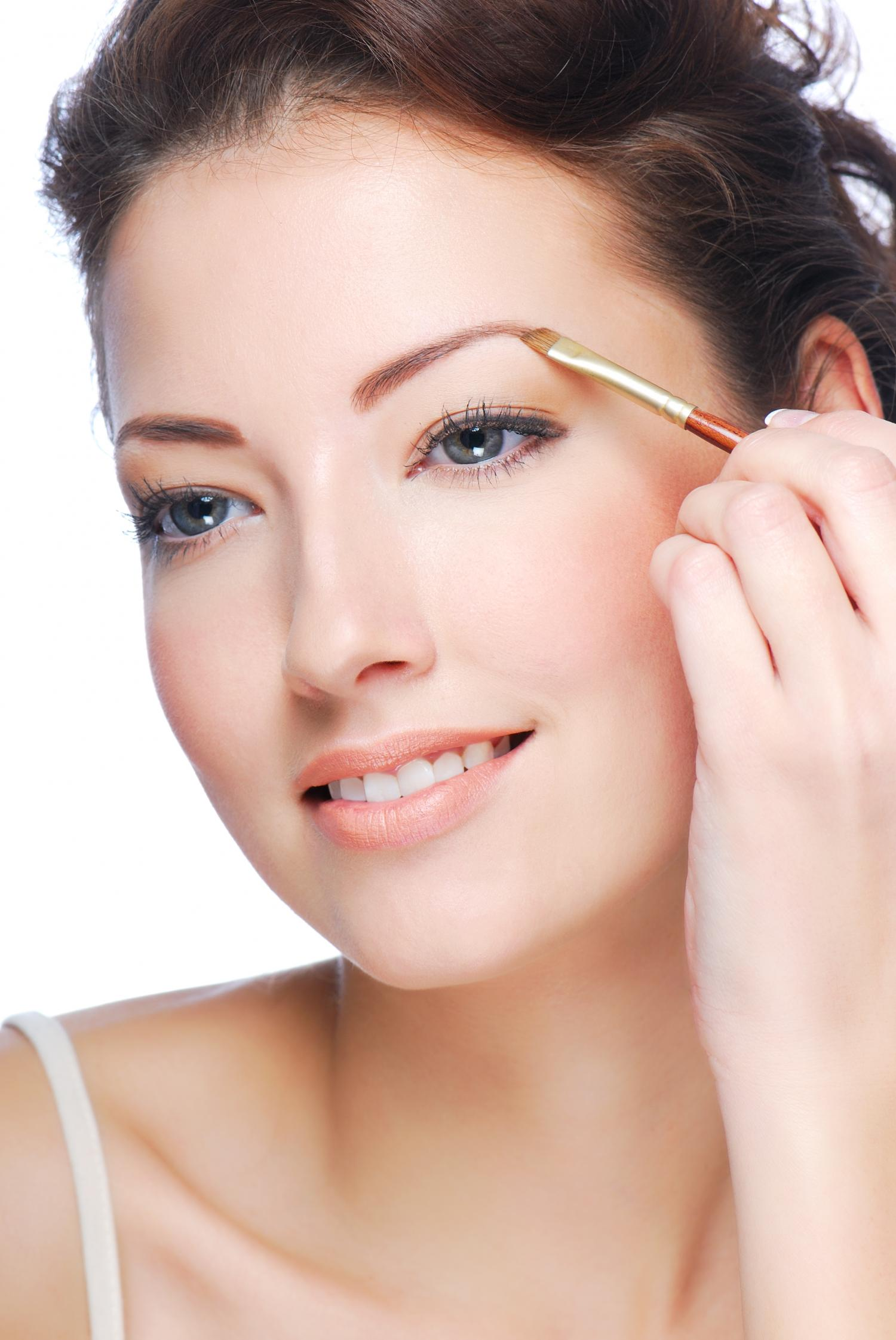 Eyebrow make-up in 5 steps