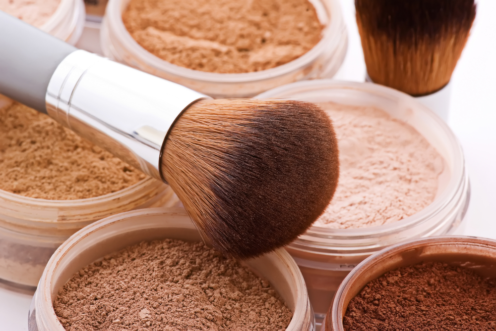 How should you do it? Face contouring with a mineral foundation